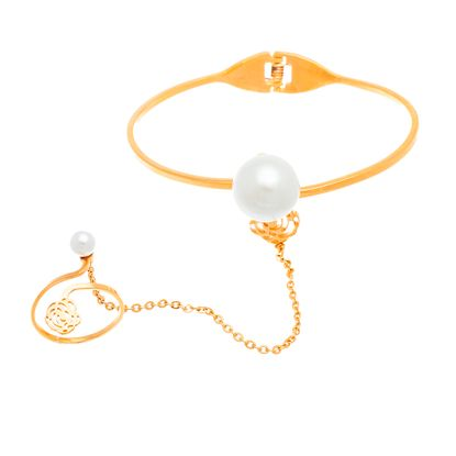 Imagen de Gold-Tone Stainless Steel Freshwater Pearl/Flower Center Ring To Wrist Bangle
