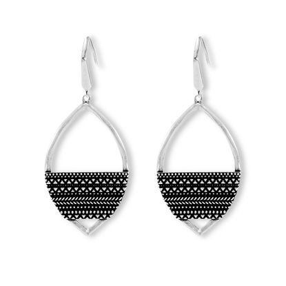 Imagen de Steve Madden Silver-Tone Mens Textured Design Patten Material on Marquise Dangling Hook Earring
